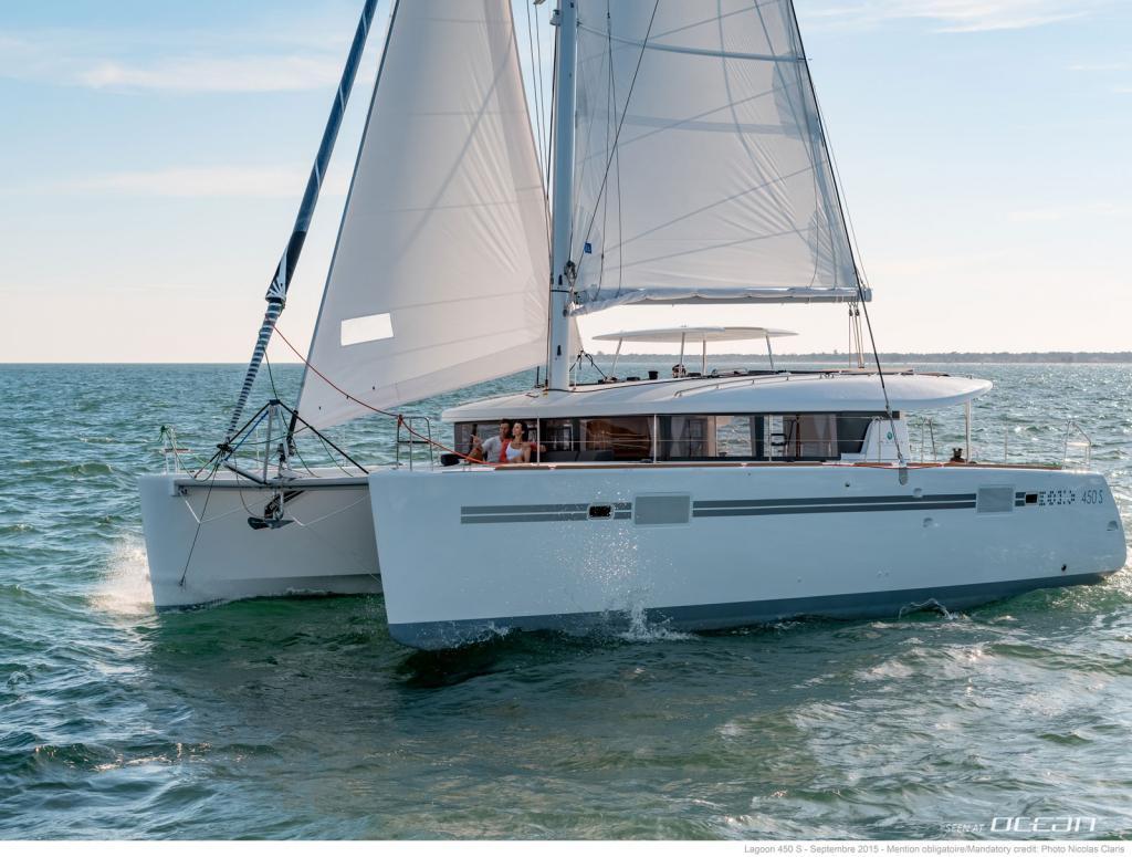 Matrimonio In Yacht : Charter lagoon s sailing catamaran greece sportop